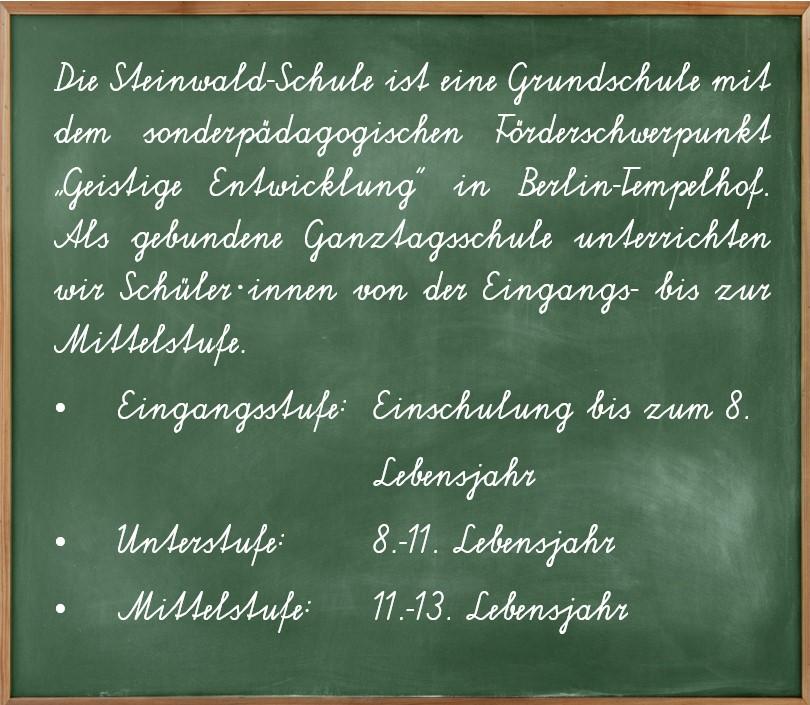 """Eine Schultafel zum Förderschwerpunkt """"geistige Entwicklung"""" der Steinwald-Schule in Schreibschrift."""